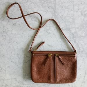 🌼 Fossil pebbled leather purse in brown
